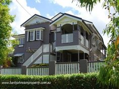 54 Hamlet Street, Annerley, Qld View property details and sold price of 54 Hamlet Street & other properties in Annerley, Qld Queenslander House, Decks And Porches, Grand Designs, Australian Homes, Facade House, Historic Homes, Old Houses, New Homes, Kiwiana