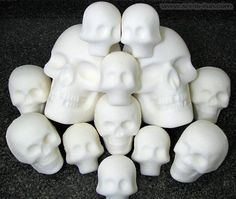 How to Make Sugar Skulls: Day of The Dead ( Dia de los Muertos) Step-by-Step Demo with Photos, Using Sugar Skull Molds Sugar Skull Crafts, Sugar Skull Molds, Sugar Skull Art, Halloween Skull, Vintage Halloween, Halloween Crafts, Halloween Decorations, Vintage Witch, Halloween Makeup