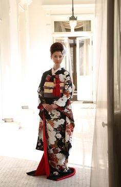 まさにエレガント!黒地に白&赤の引き振袖♡ 結婚式におすすめの旬の花嫁振袖(引き振袖)まとめ☆