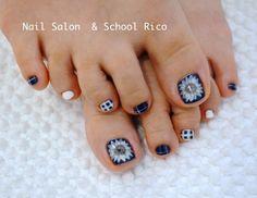 大きな白いお花を。 国立市の Nail Salon & School Rico
