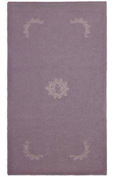 Łazienkowy frotte dywanik DESTAN 50x90cm we francuskim stylu o gramaturze 750 g/m² będzie ozdobą Twojej łazienki. W ofercie również damskie szlafroki, ręczniki i dodatki z kolekcji DESTAN w tym samym stylu.