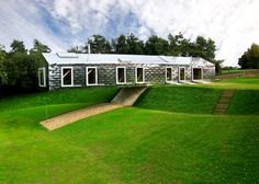 "www.living-architecture.co.uk Schwebende Blech-Box: ""Balancing Barn"", Suffolk (England)"