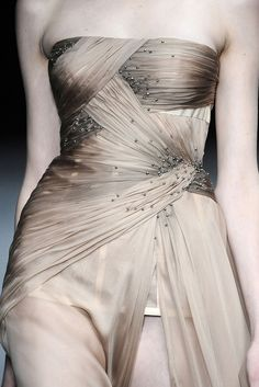 Valentino: just got to say: look at those curves ...on the runway?