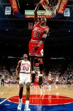 Mike Jordan, Michael Jordan Unc, Michael Jordan Pictures, Jeffrey Jordan, Michael Jordan Basketball, Jordan Logo, Basketball Legends, Sports Basketball, Basketball Players