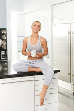 Julianne Hough for MPG Spring 2017 Collection Julianne Hough Feet, Derek And Julianne Hough, Julianna Hough, Fitness Models, Female Fitness, Barefoot Girls, Celebrity Feet, Cropped Pants, Fit Women