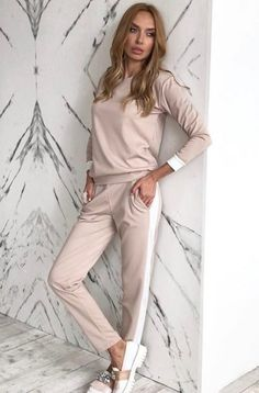 ideas sport chic fashion for 2019 : ideas sport chic fashion for 2019 Sport Fashion, Look Fashion, Autumn Fashion, Casual Chic, Casual Wear, Casual Outfits, Jumpsuit Damen Elegant, Jumpsuit Lang, Overall Lang