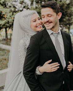 Ihr friedlicher Name, ich wusste es, als ich Sie kannte. Muslimah Wedding Dress, Hijabi Wedding, Muslim Wedding Dresses, Muslim Brides, Bridal Poses, Wedding Poses, Wedding Photoshoot, Wedding Couples, Couples Musulmans