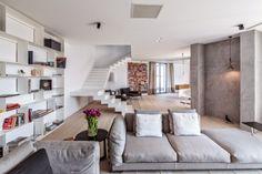 Diseñado por el estudio Nuca la Casa G es una residencia contemporánea ubicada en Bucarest, Rumania. Según los arquitectos, los propietarios...