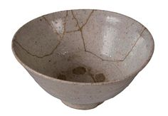 Our flaws not only give us character but they can make us beautiful too (Japanese art of Kintsugi, repairing broken things so that in the end the broken item looks better then it did before the breakage) Kintsugi, Wabi Sabi, Japanese Art, Decorative Bowls, Restoration, Flaws, Ceramics, Pictures, Beautiful