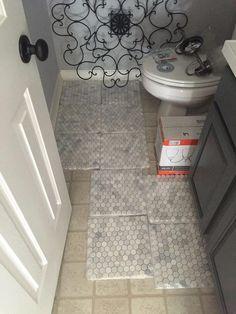 Arabescato Carrara x Hexagon & Dot Marble Mosaic Tile Cheap Bathroom Flooring, Small Bathroom Tiles, Cheap Bathrooms, Downstairs Bathroom, Bathroom Tile Stickers, Hexagon Tile Bathroom, Marble Bathroom Floor, Master Bathroom, Painting Tile Floors
