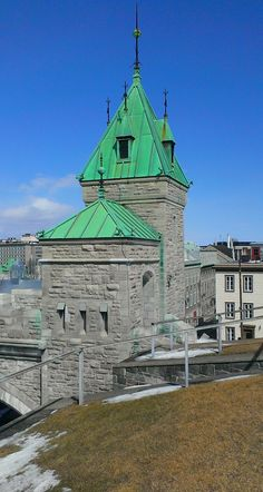 Les fortifications de Québec (Nouvelle-France) sont un système de fortifications qui furent érigées sous les régimes coloniaux français et anglais, de 1608 à 1871. Tel que nous le connaissons aujourd'hui, cet ensemble architectural est composé de remparts (4,6 km ceignant presqu'entièrement la Haute-Ville de Québec), de quatre portes, de la Citadelle et de trois tours Martello. Les fortifications sont situées à l'extrémité est du promontoire de Québec. [Printemps 2015]