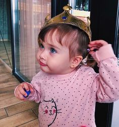 Girl Baby Pic, Cute Baby Girl Pictures, Cute Funny Babies, Cute Kids, Cute Little Baby, Little Babies, Sweet Baby Photos, Cute Baby Wallpaper, Cute Baby Videos