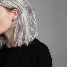 Image may contain: one or more people and closeup silver hair Hair Day, New Hair, Corte Y Color, Pinterest Hair, Dye My Hair, Hair Inspo, Hair Looks, Pretty Hairstyles, Blonde Hair