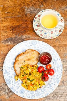 Behold, the best places to have brunch in London town. We found the most delicious breakfast burritos, baked eggs, and more. Small Tomatoes, Cherry Tomatoes, Brunch Spots, Brunch Dishes, London Food, Indian Dishes, I Love Food, Cooking Recipes, Easy Recipes