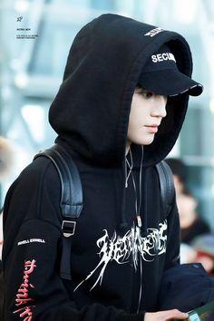 Taeyong as Azra Taemin, Shinee, Jaehyun, Nct 127, Nct Taeyong, Winwin, Rapper, Ten Chittaphon, Airport Fashion