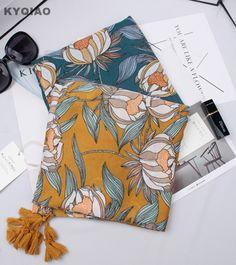 Trouver plus Foulards Informations sur KYQIAO Bohème designer écharpe 2017  femmes automne hiver Espagne style ethnique marque long vert jaune imprimer  ... 692cca7731a