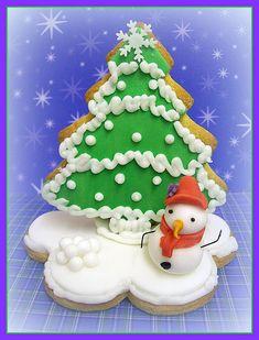 Food presents for Christmas Makeup Hacks makeup hacks for small eyes Christmas Sweets, Christmas Gingerbread, Noel Christmas, Christmas Goodies, Christmas Baking, Gingerbread Cookies, Christmas Makeup, Gingerbread Houses, Iced Cookies