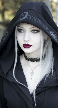 Gothique Take a tour of our shop to discover all our gothic items: dresses, skirts, corsets, pants and many more! Gothic Girls, Hot Goth Girls, Grunge Goth, Emo Goth, Goth Beauty, Dark Beauty, Blond Goth, Dark Fashion, Gothic Fashion