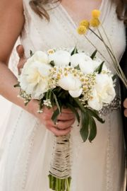 Νυφική ανθοδέσμη για γάμο σε νησί