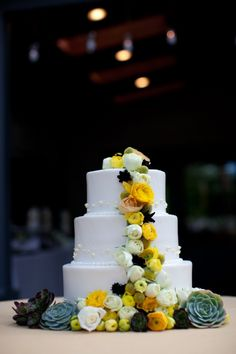 Like the cake - but want lower tires. Melanie & Justin | A Bride's Best Friend