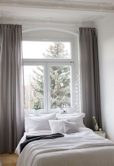 Schlafzimmer Inspiration – unser neues Altbau Schlafzimmer, mit dem Fenster als … Bedroom Inspiration – our new old bedroom, with the window as the headboard. Decoration Bedroom, Cozy Bedroom, Ikea Bedroom, Bedroom Furniture, My New Room, Home And Living, Home Decor, Bedroom Inspiration, Bedroom Ideas