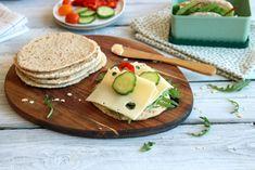 Oppskriften gir ca. Omelette, Scones, Granola, Avocado Toast, Bread Recipes, Flora, Sandwiches, Berries, Rolls