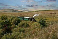 keskenyvágányú vasút... Tourist Places, Locomotive, Romania, Film, Country Roads, Mountains, Nature, Travel, Movie