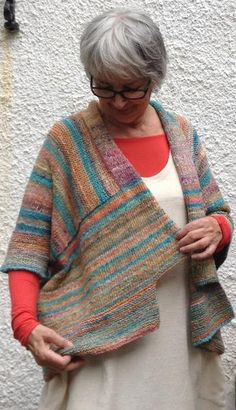 Oversized cardigan in simple, geometric shapes that is easy to combine with a wide range of dress styles.