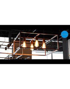 Ontdek onze landelijke verlichting living! Bekijk deze mooie, vierkante, landelijke hanglamp voorzien van 4 lamphouders! Beschikbaar in zwart, ruggine of oud koper. Bekijk ook ons filmpje op https://www.youtube.com/watch?v=_B6mlDC4rQ4