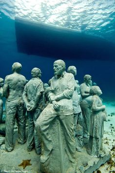 Underwater Museum in Cancun, Mexico . Underwater Sculptures by Jason deCaires Taylor Underwater Sculpture, Underwater City, Sculpture Art, Sculptures, Jason Decaires Taylor, Sunken City, Statues, Gif Animé, Environmental Art