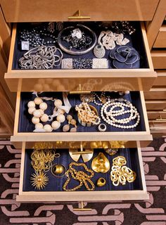 Jewellery storage - Kelly Wearstler Shares 6 Tips for Creating the Perfect Closet – Jewellery storage Kelly Wearstler, Jewelry Drawer, Jewellery Storage, Jewellery Display, Jewelry Box, Trendy Jewelry, Jewelry Making, Closet Drawers, Storage Drawers