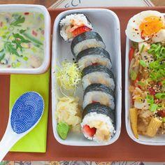 W tym tygodniu wiosenne #bento teppanyaki futomaki z krewetka z tempury i truskawka zupa tom kha  #sushi #sushicorner #sushitime #japanesefood #japan #restaurant #yummy #wroclaw #wroclove #foodporn #food #igers #igerswroclaw #smakiwroclawia #bento #lunch #lunchtime #bentobox #fit #healthy #obento #tomkha #thai #futomaki #tepoanyaki #spring by sushicorner