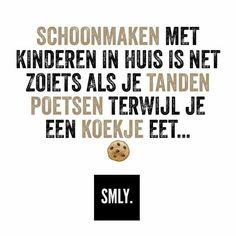 Schoonmaken met kinderen in huis is net zoiets als je tanden poetsen terwijl je een koekje eet... #Smly