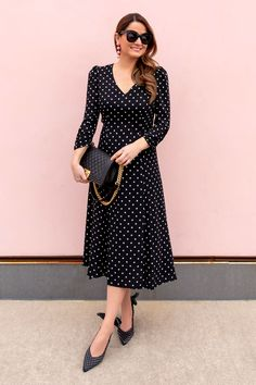 Jennifer Lake Style Charade in an Eliza J Long Sleeve Polka Dot Midi Dress, Chanel Boy Bag, Ganni Sabine Slingback pumps at a Chicago Pink Wall Stylish Summer Outfits, Dressy Outfits, Mode Outfits, Casual Dresses, Women's Dresses, Frock Fashion, Fashion Dresses, Looks Kate Middleton, Midi Dress Outfit