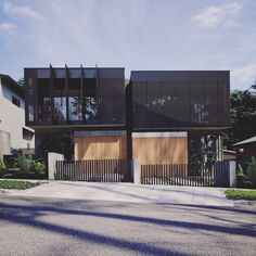 A clients vision teamed with our creative translation to give this minimal & contemporary dual occupancy or duplex. Duplex House Design, Townhouse Designs, Modern House Design, Modern Townhouse, Facade Design, Exterior Design, Architecture Résidentielle, Facade House, Villa