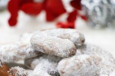 recept na nutelové rožky - KAMzaKRASOU.sk Cookies, Eat, Desserts, Food, Crack Crackers, Tailgate Desserts, Deserts, Eten, Cookie Recipes