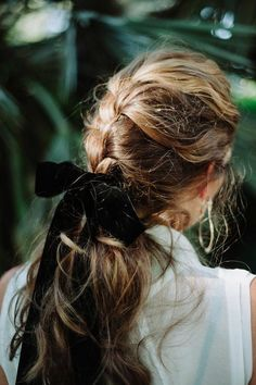 hair bows - Margo & Me - Boutiquede Femme Messy Hairstyles, Pretty Hairstyles, Hairstyle Ideas, Hairstyles With Scarves, Step Hairstyle, Party Hairstyle, Romantic Hairstyles, Bohemian Hairstyles, Hairstyle Tutorials