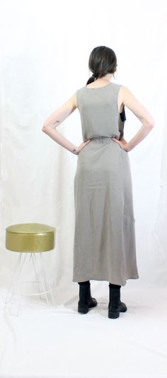 100% tencel twillcrew neck dress with tuck detail at hem. loosely fit, airy.model wears size ...