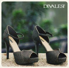 Temos um Divalesi perfeito para quem quer brilhar com estilo  #shoes #diva #lindo Verdade.