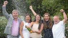 После удаления раковой опухоли женщина выиграла £61 миллион http://rbnews.uk/uk/society/news/article43028.html  Жительница города Монмут (графство Монмутшир), перенесла операцию по удалению раковой опухоли, и выиграла более £61 млнв лотерею. Женщина и ее родственники сорвали джекпот через 2дня после хирургического успешной операции. По информации, 53-летней Соне Дэвис (Sonia Davies) сделали операцию в США. После того, как женщина узнала, что процедура прошла удачно, она убедила дочь…