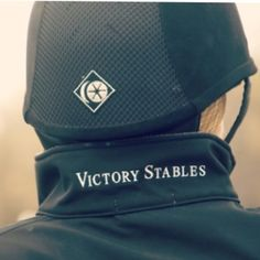 Farm/ranch name on the back of the collar. Fantastic yet subtle idea! Equestrian Chic, Equestrian Outfits, Equestrian Fashion, Horse Riding, Riding Boots, English Riding, Pretty Horses, Beautiful Horses, Horse Farms