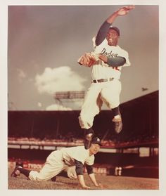 Jackie Robinson and Pee Wee Reese - Brooklyn Dodgers Jackie Robinson, Baseball Star, Dodgers Baseball, Baseball Players, Baseball Cards, Negro League Baseball, Mlb The Show, Sports Photos, Baseball Photos