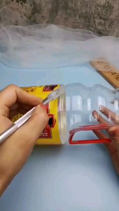 Diy Crafts For Home Decor, Diy Crafts For Gifts, Diy Arts And Crafts, Diy Crafts Videos, Creative Crafts, Plastic Bottle Crafts, Diy Bottle, Recycle Plastic Bottles, Jute Crafts