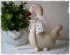 Niedliche Gans im Landhaus-Stil*beige-natur*Ostern von Little Charmingbelle auf DaWanda.com