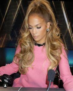 JLo's perfect gold hair - Modern Blonde Hair Looks, Brown Blonde Hair, Blonde Honey, Golden Blonde Hair, Black Hair With Highlights, Hair Highlights, Jennifer Lopez Hair Color, Luscious Hair, Silky Hair