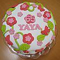 Gâteau d'anniversaire en pâte à sucre... - Mimines en folie