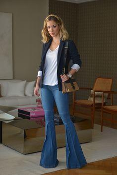 Em todas as entrevistas que me perguntam qual seu look preferido eu sempre respondo: jeans, camiseta e blazer. Para mim não tem produção mais clássica, simples, chique e que funciona para as mais diversas ocasiões. Ainda mais, quando as peças tem um algo a mais, como a modelagem desse jeans da Carol Bassi. O modelo …