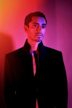 Look at Riz Ahmed. Most Beautiful Man, Beautiful People, That Look, How To Look Better, Street Style Blog, Award Winning Books, Hollywood Actor, Interesting Faces, Good Looking Men