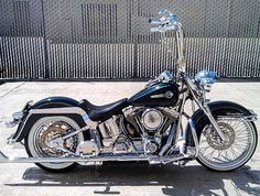 Best classic cars and more! Harley Davidson Custom, Harley Davidson Bikes, Motorcycle Wheels, Motorcycle Gear, Motor Scooters, Best Classic Cars, Custom Harleys, Road King, New Tricks