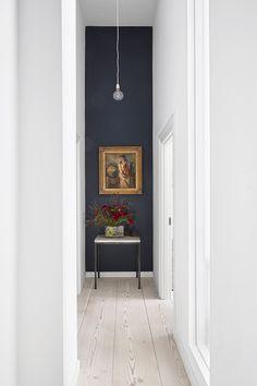 Se en oase af et køkken – med fine atypiske løsninger Accent Wall Designs, Hallway Designs, Hallway Ideas, Wall Ideas, Hallway Decorating, Interior Decorating, Interior Design, Decoration Inspiration, Interior Inspiration